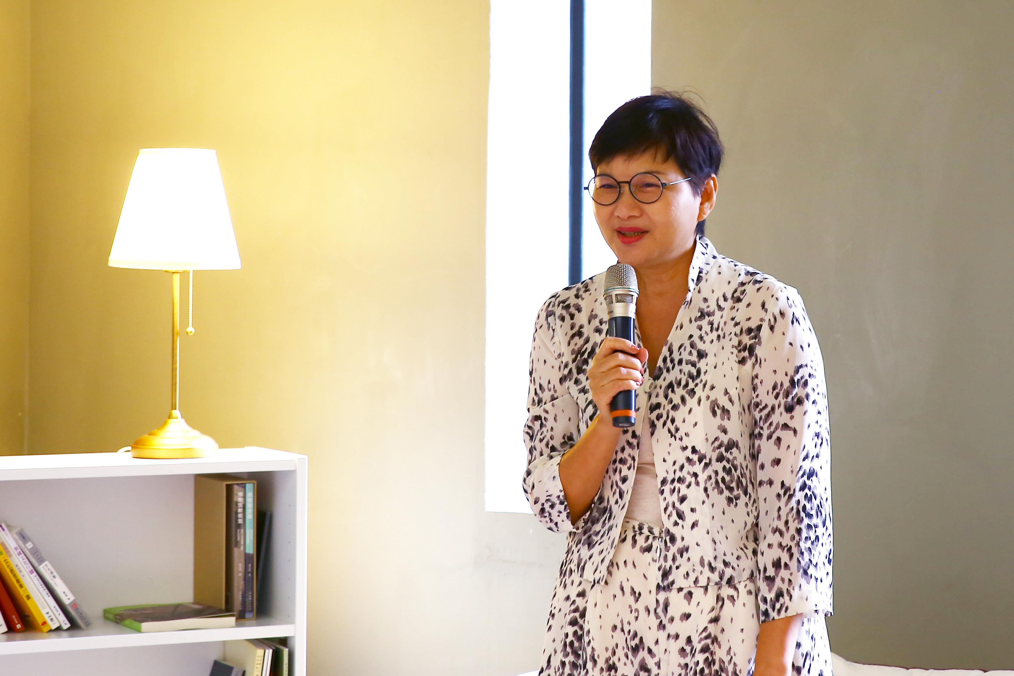 前文化局長林秋芳女士「認識黃爺爺」