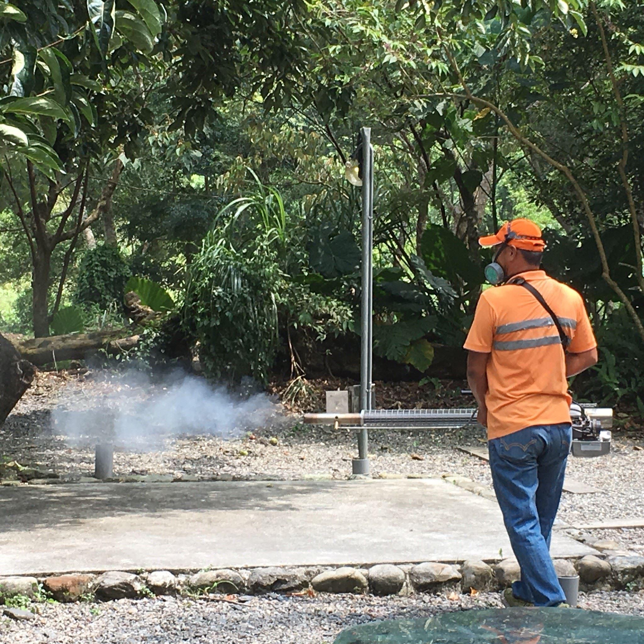宜蘭市公所及員山鄉公所針對戶外環境進行噴藥作業