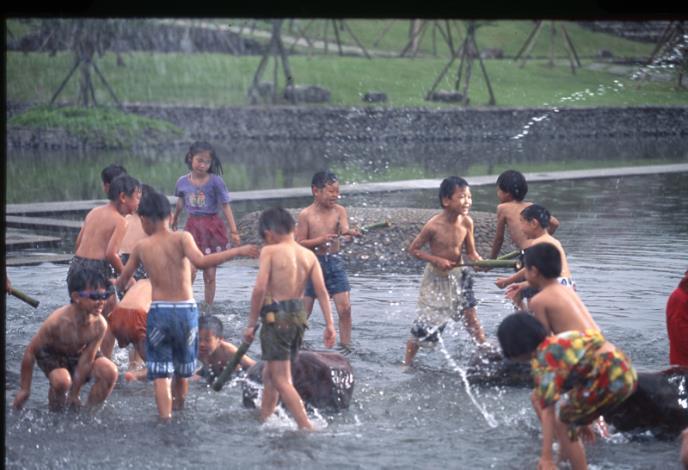 童玩藝術節戲水