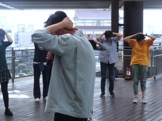 老師及民眾舞蹈暖身