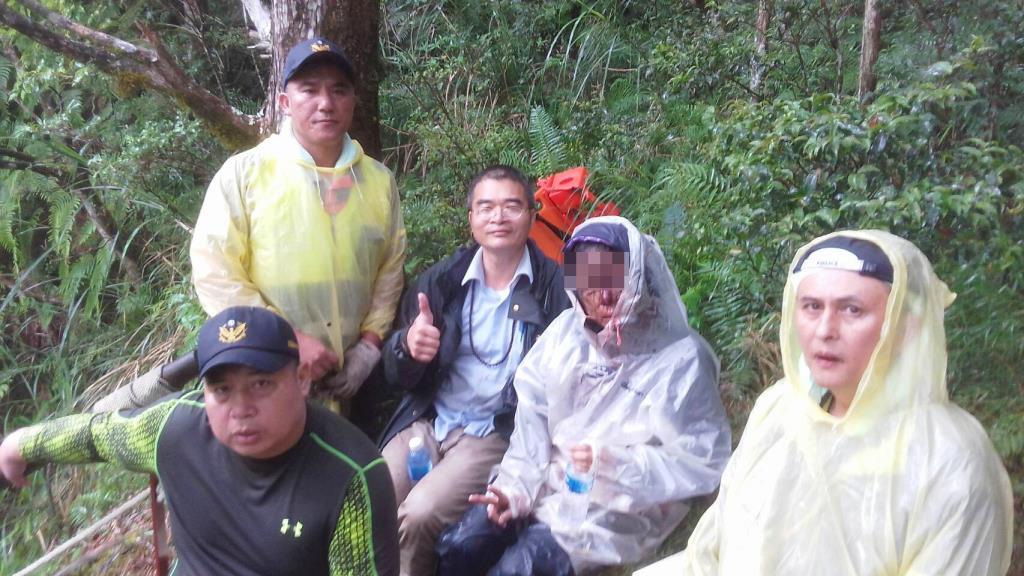 攀登翠峰步道不慎跌落山谷 三星警不畏風雨搜救