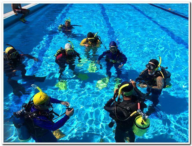 義勇消防人員潛水訓練圖,共2張。