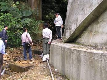 於腦寮溪進行棲地生態評估