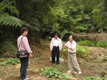 於茶山社區張理事長向復育專家說明地方需求與配合方式