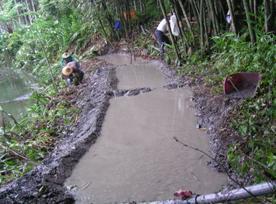 於長埤湖風景區營造水生黃緣螢復育池,並接取山泉水以挹注水源