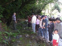 為鄉民闡明公所復育螢火蟲及打造水生復育