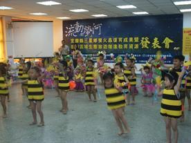 社區托兒所舞動活潑曼妙的螢火蟲之歌