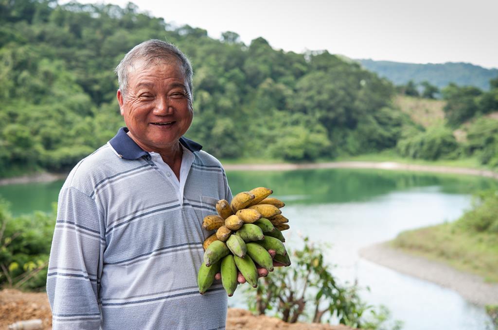 太陽湖觀光果園-果園主人與他種植的農產品