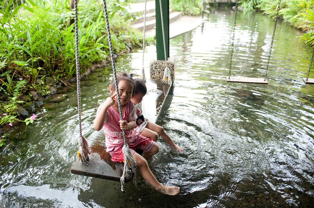 花泉有機休閒農場-農場內水上盪鞦韆