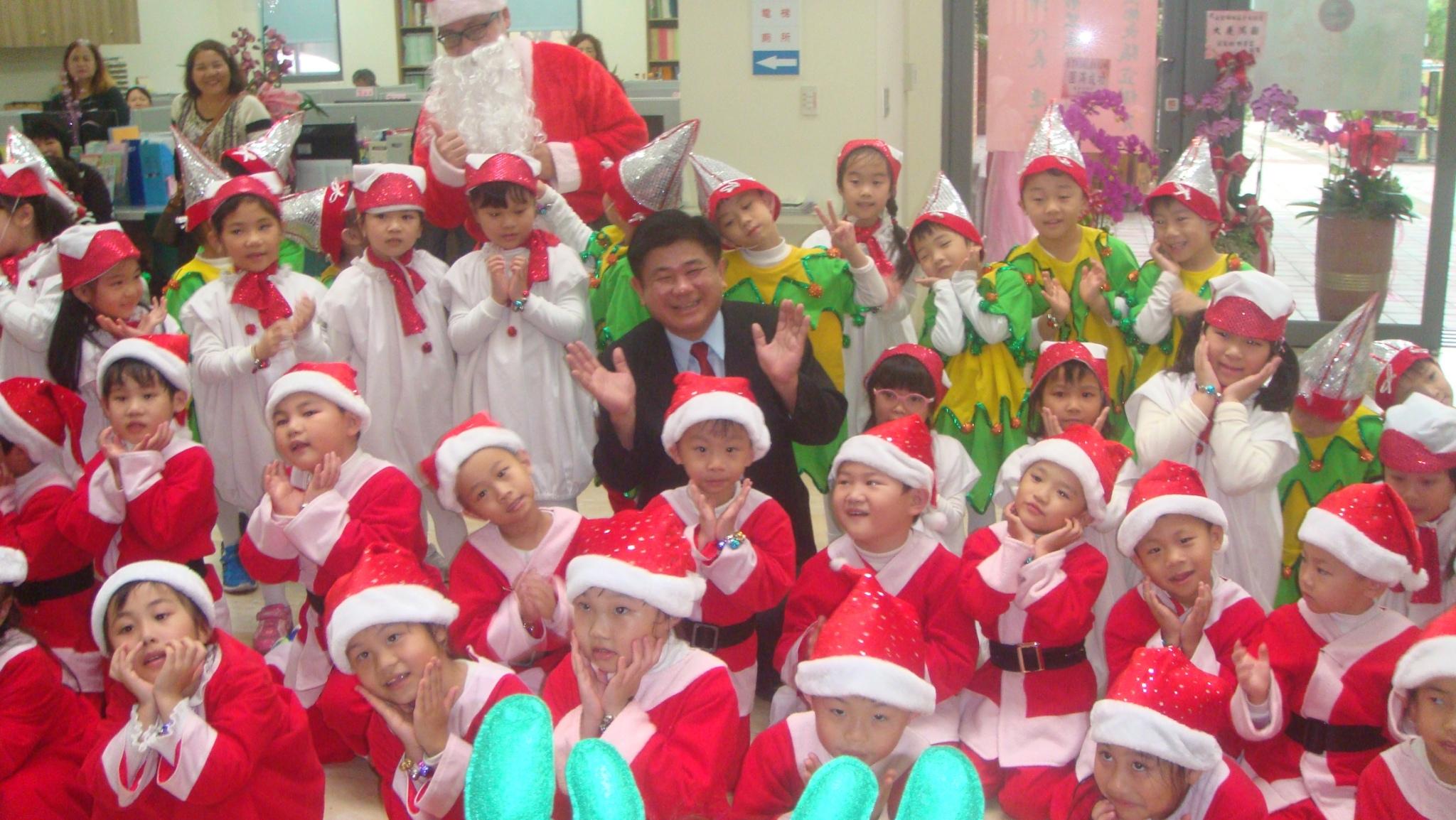 107學年度聖誕節薑餅屋DIY暨報佳音活動