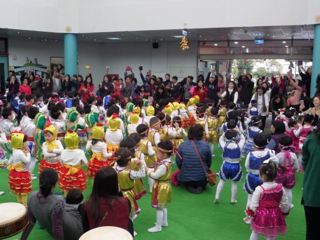員山鄉立幼兒園105學年度第一學期親子歲末聯歡活動共33張相片