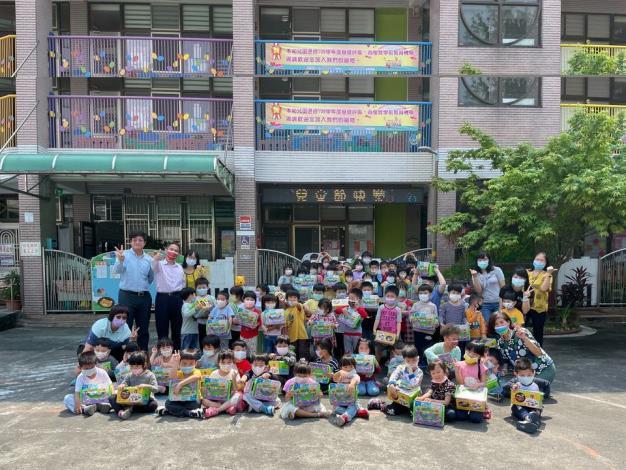 110年頭城鎮慶祝兒童節合照
