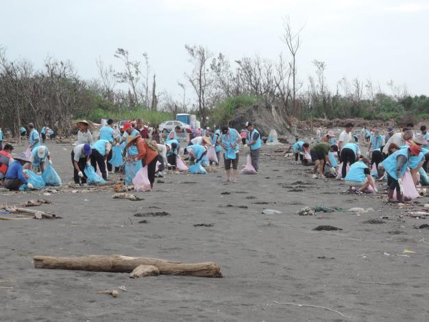 海岸淨灘活動共5張