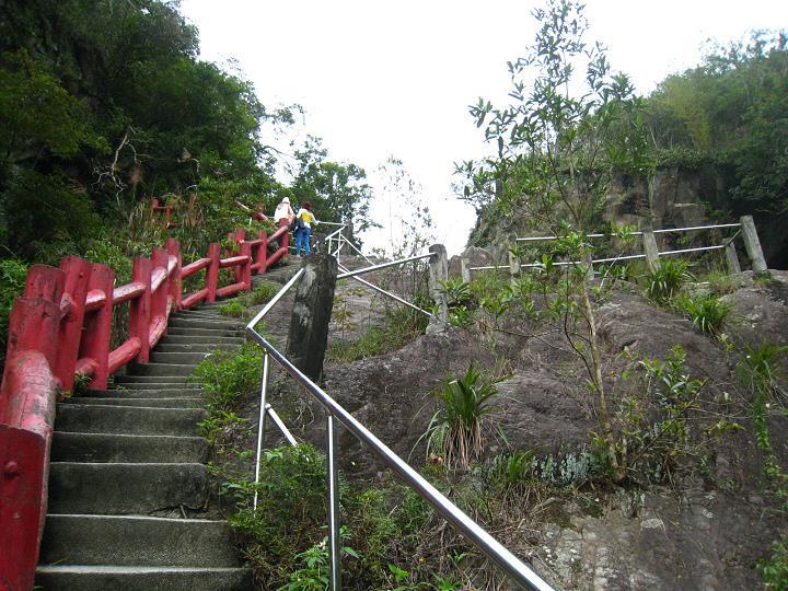 猴洞坑瀑布階梯步道