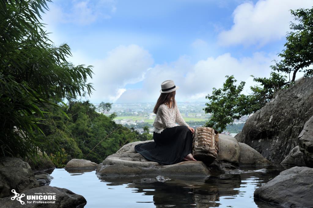 猴洞坑瀑布遠眺礁溪美景