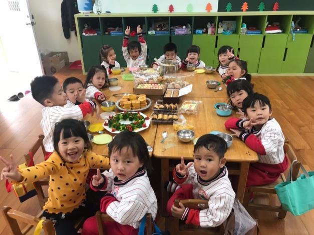 107聖誕節活動照片-旺旺狗聖誕照片2