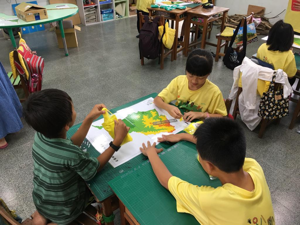 「宜蘭地形圖教案教材」課堂試教:學生動手做