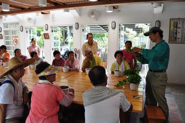 仁山植物園每周六上午十點於綠化教室辦理免費綠活DIY課程,歡迎踴躍參加。